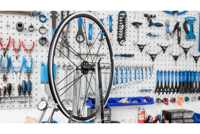 Sezoninis darbas dviračių remontininkui kurortinėje Vokietijos zonoje